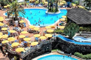 Spring Hotel Bitácora swimming pool with water slides